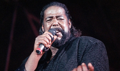 Barry White: Let the music play